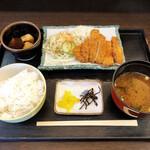五郎太夫 - 料理写真:とんかつ定食のランチ600円(税込)