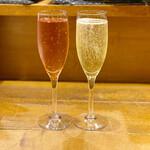 大衆ビストロ 匠 - ロゼと白のスパークリングワイン