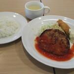 ガスト - 料理写真:日替わり(ハンバーグトマトソース&白身魚フライ) ¥549