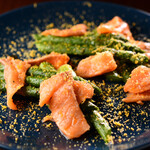 WINE&DINING BAR cicci - グリーンアスパラのローストとスモークサーモン ~ミモレットチーズがけ~