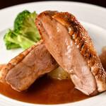 WINE&DINING BAR cicci - 鴨肉のロースト 白桃とバルサミコのソース