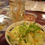 Shanti インド料理レストラン - ランチはサラダとドリンクがつきました。
