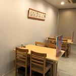 寿司・割烹 すし幸 - テーブル席4人掛け×2席