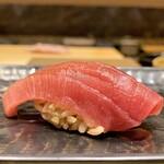 139404348 - 青森三厩(みんまや)の中トロ 部位は血合ぎし、赤身に近い中トロは味も香りも濃いです♪