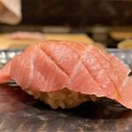 139404352 - 北海道松前の大トロ 赤酢のシャリの温度が大トロの脂に寄せているようなとろける味わいです♪