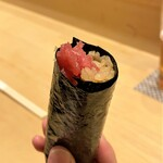 139404384 - マグロ突先巻き マグロは青森県三厩(みんまや)、山幸さんから 最初にいただくことで、空腹感が落ち着き食べる態勢が整います♪