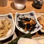 家庭料理 ひまわり - 小鉢2つ。鳥ムネ竜田揚げ