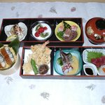 志乃家 - 箱会席 旬の美味しいものを色々調理しました。 3000円
