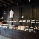 13942957 - 色々なお醤油が売られています。