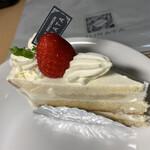 139434872 - ショートケーキです