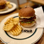 CRUZ BURGERS & CRAFT BEERS -
