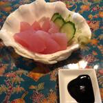 くくるくみ - 料理写真:マグロの刺身 とろりとした少し甘みのある醤油につけて食べる