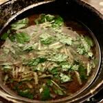 もちもちの木 - 三つ葉を散らせた濃い節味全開のスープ