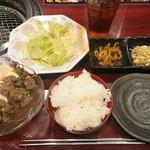 焼肉食べ放題 上上品 - 牛すじ煮込み定食¥500-