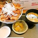 139450148 - 特上国産ロース豚丼大盛り味噌汁セット
