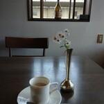 COMMON 天下堂 - ドリンク写真:二階は カフェ