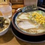 一郎 - 料理写真:博多ラーメンバリカタ、高菜丼ライス小800円税込