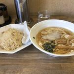 元町食堂 - 料理写真:ラーメンチャーハン 900円