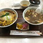 大和屋 - カツ丼と豚汁