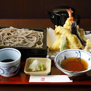 福井県の名物!玄そばを使用した自慢の「越前蕎麦」