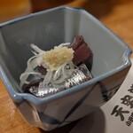 天史朗寿司 - 料理写真:お通し 平子の刺身(マイワシの子供)