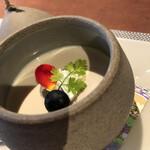 旬菜中華 凛花 - プリンっぽい杏仁豆腐