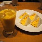 Cafe&Bar DEUR - ふんわりタマゴサンドモーニング(ミックスジュース)!