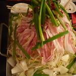 日本三昧 鉄板鍋 十焼十鍋 - 名物!和牛もつ鍋焼き(スタミナだれ)
