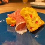 個室 塊肉×農園野菜 Nick&Noojoo - お通しの卵と生ハム