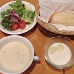 13952369 - ヨーグルト、グリーンサラダ、スープ、トースト