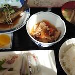 おふくろ  - 料理写真:日替り定食800円
