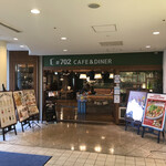 #702 CAFE&DINER - お店の入口