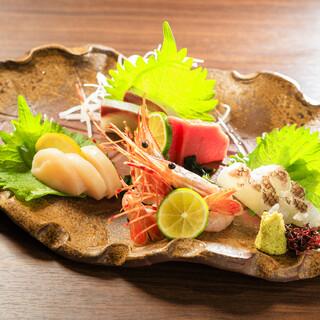 生簀から獲れたて!新鮮な魚介を、様々なお料理でご堪能ください