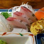 魚や 旬 - 魚や 銀座店 魚づくし定食 鯛・シマアジ・サーモンのお造り
