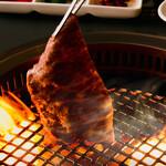 焼肉せんりゅう - 肉焼きシーン