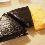 ショップたけざき - 料理写真:おにぎりと玉子焼き
