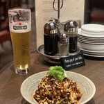 "DRUNK DRAGON Chinese kitchen - 国産鶏胸肉を使った""ヘルシーよだれ鶏"" 600円。"
