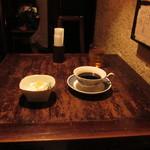 猿楽珈琲 - テーブル