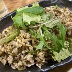 町屋酒場りとも - 高菜と牛挽肉の炒飯  他は ・鉄人玉子の明石焼風出汁巻き ・茶蕎麦サラダ ・フライドポテト