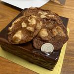 PÂTISSERIE RYOCO - 12センチ×12センチで、3780円税込。 すごーくすごーく濃いケーキなので、12等分して一個食べるくらいが適量。って考えるとコスパ悪くないかな。