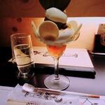 """夜パフェ専門店ななかま堂 - お茶目な""""すずらんとスパークリングワインのセット(¥1600)。 こちらのパフェは単品で1300円です。"""