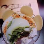 夜パフェ専門店ななかま堂 - アイスの中身。 外側にはお餅、中身は抹茶ソフト。