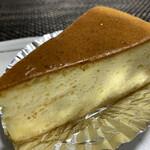 ケーキ銘菓のしのはら - 料理写真:チーズケーキ 200円