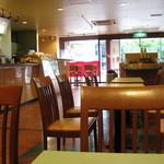 カフェ・ベローチェ - 広めな店内です