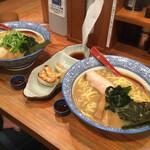 赤坂麺処 友 - * 芳醇あごだし醬油らーめん 830円 * えび餃子(3個) 230円