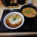 かつや - カツ丼(梅)490円、豚汁(大)160円(税別)