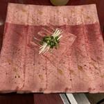 タン・シャリ・焼肉 たんたたん - 芯たんスライス 両面サッと炙ってレモンで