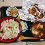 和洋食道 Ecru - 手作りハムのねぎたっぷり丼と肉厚しいたけと秋鮭のホイル焼き定食