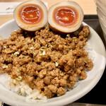 139596477 - 肉味噌味玉ごはん390円