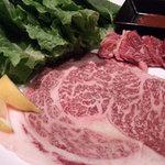 焼肉 韓国料理 八幸苑 - ハラミ(奥)と焼しゃぶカルビ(手前)